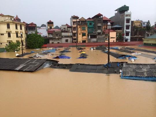 Kể từ năm 2008 đến nay người dân Lạng Sơn mới phải hứng chịu một trận ngập lụt đến kinh hoàng như thế này. ảnh: CTV
