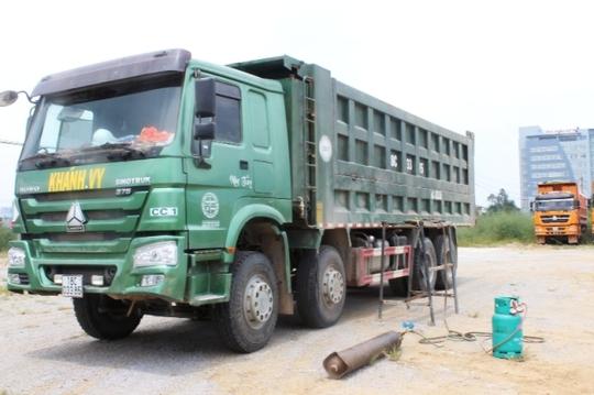 Một chiếc xe chở quá tải bị lực lượng Thanh tra giao thông Thanh Hóa bắt giữ