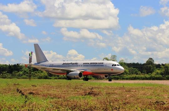 Chuyến bay đầu tiên của hãng hàng không Jetstar Pacific từ TP Hồ Chí Minh đi Thanh Hóa hạ cánh xuống sân bay Thọ Xuân