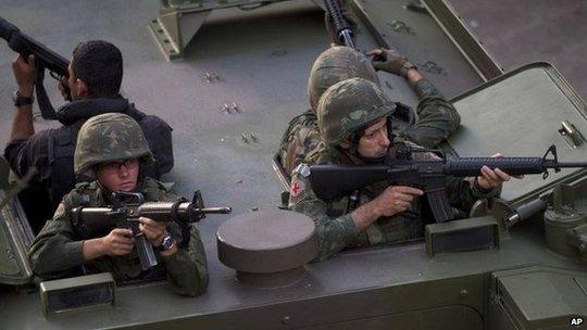 Lực lượng an ninh không tốn một viên đạn trong cuộc đột kích. Ảnh: AP