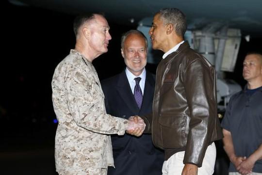 Tổng thống Obama bất ngờ đến Afghanistan hôm 25-5. Ảnh: Reuters