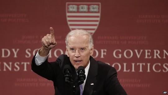 Phó Tổng thống Mỹ Joe Biden nói chuyện với sinh viên Đại học Harvard ngày 2-10. Ảnh: AP