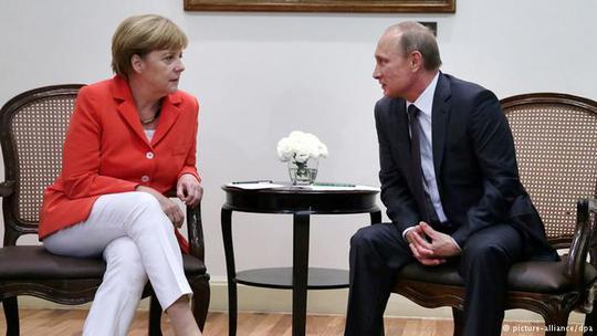 Thủ tướng Đức Angela Merkel (trái) và Tổng thống Nga Vladimir Putin thảo luận tình hình Ukraine trước thềm World Cup 2018. Ảnh: NBC News