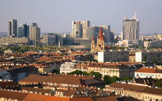 Vienna là thủ đô của nước Áo với dân số trên 1,7 triệu người. Vienna nằm bên bờ sông Danube, là nơi đặt trụ sở của một số cơ quan Liên Hiệp Quốc và nhiều tổ chức quốc tế