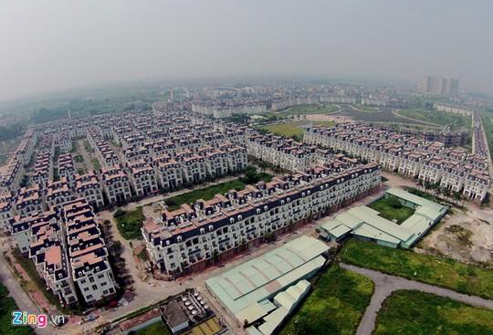 Dự án Lideco được khởi công xây dựng từ cuối năm 2007 và dự kiến hoàn thiện từ năm 2013 với hơn 600 biệt thự kiểu Pháp. Nhưng đến cuối năm 2013 mới có hơn 400 căn biệt thự tại đây được bàn giao cho khách hàng. Tuy nhiên do có nhiều vấn đề nảy sinh nên khu đô thị này vẫn ở trong tình trạng hoang vắng.