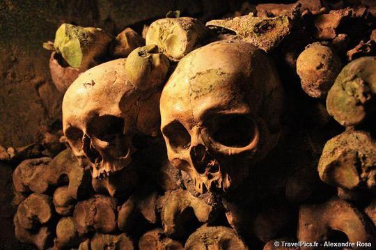 Rùng rợn khu mộ kỳ bí chứa hơn 6 triệu hài cốt dưới lòng Paris