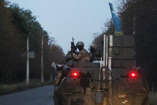 Binh lính Ukraine di chuyển đến căn cứ ở thị trấn Kramatorsk tại miền Đông hôm 19-8. Ảnh: Reuters