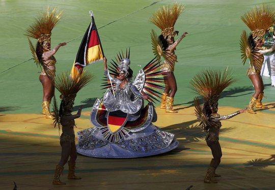 Shakira bốc lửa tại lễ bế mạc World Cup 2014