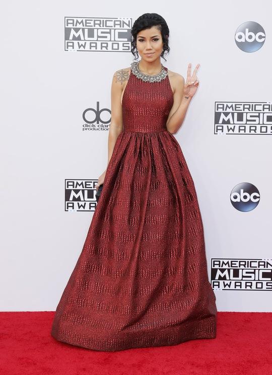 Jennifer Lopez và Selena Gomez, ai đẹp hơn?