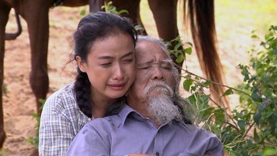 Nghệ sĩ Hữu Thành và diễn viên Lê Bê La trong phim Dấu chân du mục