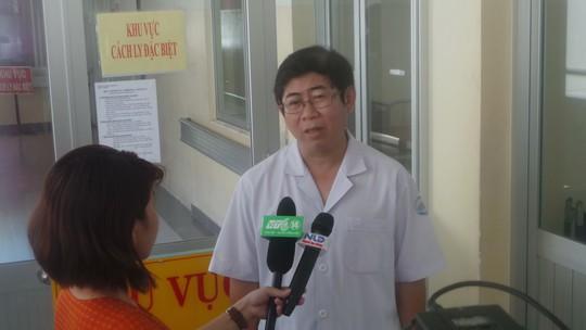 TS-BS Lê Mạnh Hùng, Phó giám đốc Bệnh viện Bệnh Nhiệt đới TP HCM, khuyên người dân không nên hoang mang, dịch Eboal đang trong tầm kiểm soát của Việt Nam.