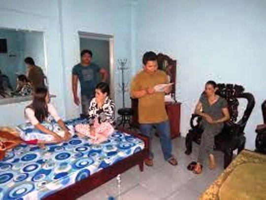 Công an bắt quả tang 2 đôi nam nữ đang mua dâm tại nhà riêng của bà Hương