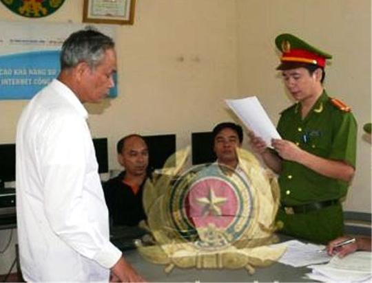 Cơ quan công an đang đọc lệnh bắt tạm giam ông Nguyễn Hữu Nha