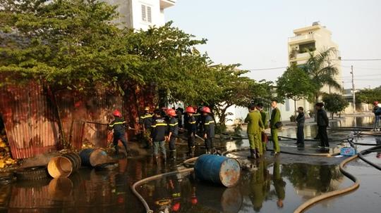 Rất may lực lượng chữa cháy đã cơ bản khống chế ngọn lửa, không để lây lan sang khu vực dân cư bên cạnh