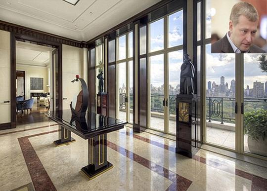 Tài phiệt Dmitry Rybolovlev (ảnh nhỏ) mua căn hộ penthouse có 10 phòng ngủ, rộng hơn 600 m2 với tầm nhìn mở rộng ra công viên trung tâm của New York. Ảnh: tmnsky.com