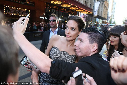 Brad Pitt hộ tống Angelina Jolie ra mắt phim mới