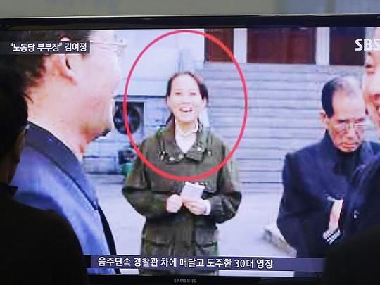 Cô Kim Yo-jong được cho là đã nắm quyền điều hành đất nước trong thời gian anh trai điều trị bệnh. Ảnh: AP