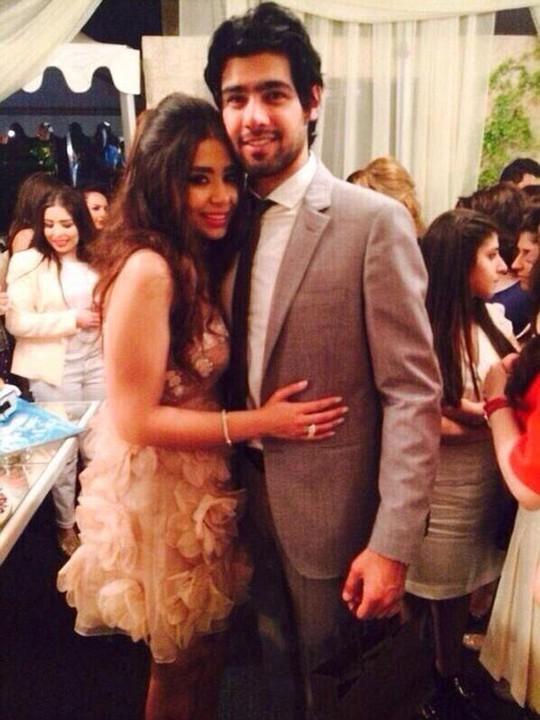 Cô ôm chồng mới cưới Badr Raad Mahmoud Nasser. Ảnh :Daily Mail