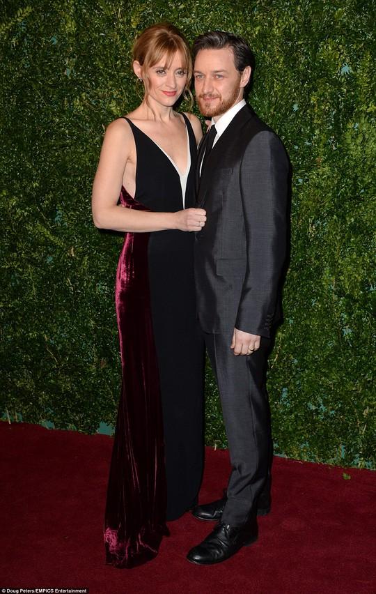 Vợ chồng David Beckham tình tứ trên thảm đỏ