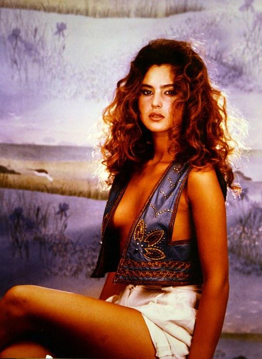 "Ảnh hiếm của ""Bond girl"" 50 tuổi Monica Bellucci"