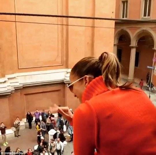 Jennifer Lopez kiếm được gần 38 tỉ đồng trong 40 phút