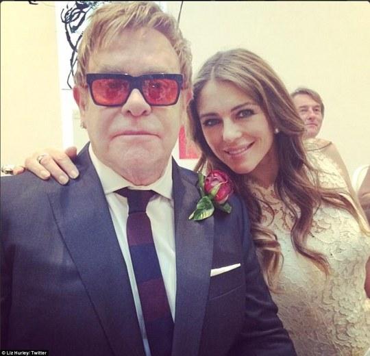 Elton John chính thức kết hôn cùng người tình đồng tính