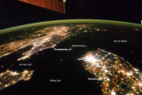 Trong ảnh, Triều Tiên dường như biến mất giữa Hàn Quốc và Trung Quốc. Ảnh: NASA