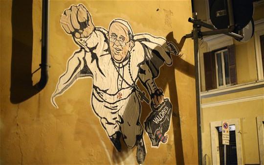 """Bức vẽ """"siêu giáo hoàng"""" xuất hiện gần thành Vatican. Ảnh: EPA"""