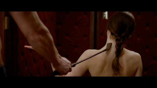 Những cảnh bạo dâm trong trailer