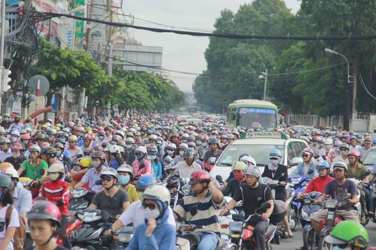 Ùn tắc nghiêm trọng tại đường Nguyễn Kiệm (quận Gò Vấp) hướng về trung tâm thành phố