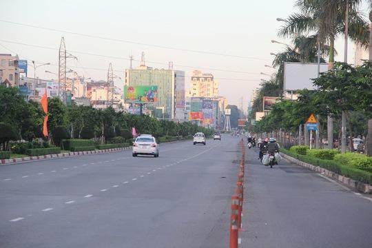 Đường Điện Biên Phủ (quận Bình Thạnh) là tuyến giao thông dẫn từ phía Đông vào trung tâm thành phố vào 6 giờ 30 các buổi sáng thường không thưa thớt phương tiện đi lại như thế này.