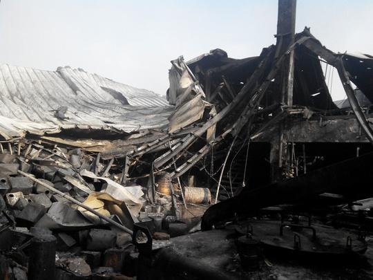 Hàng ngàn thùng hóa chất sản xuất mực in phát nổ trong vụ hỏa hoạn