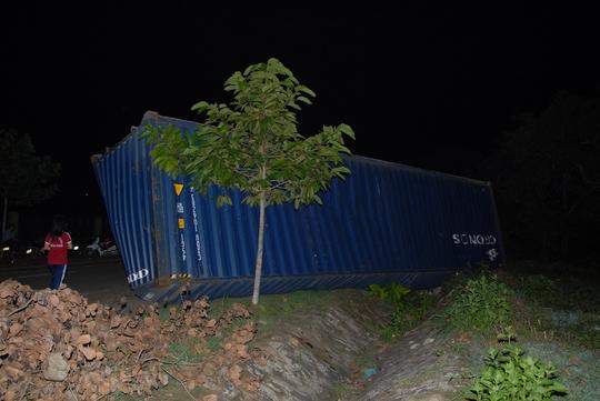 Container bị rơi ra...
