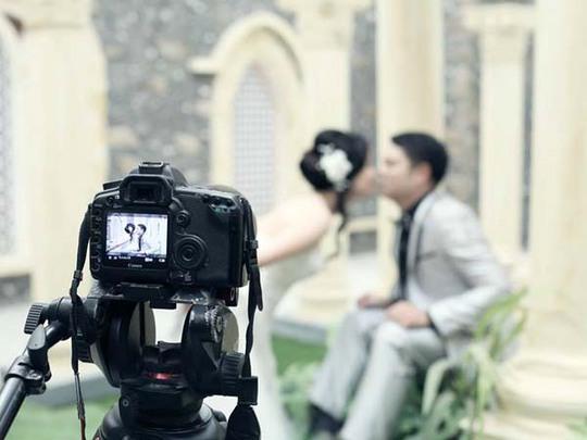 Các cặp đôi đang đổ xô đi tìm dịch vụ chụp hình cưới