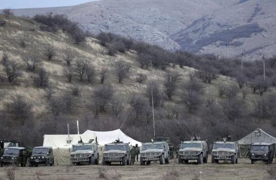 Xe quân sự... Ảnh: Reuters
