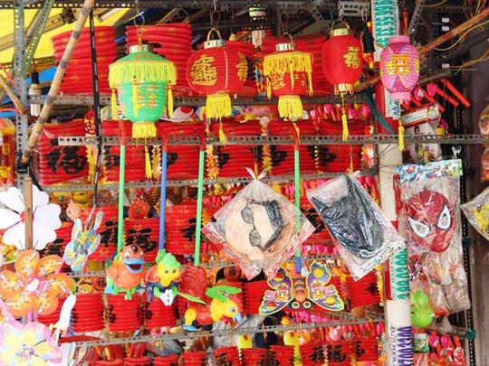 Nhiều người lo ngại lồng đèn Trung Quốc có chứa chất độc hại