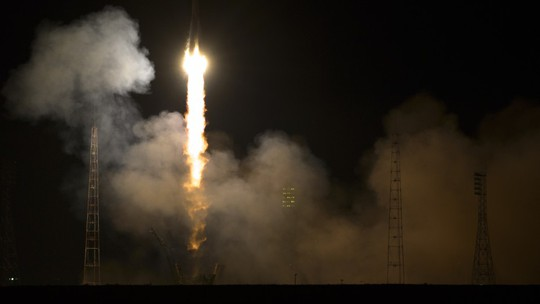 Nga đưa 3 phi hành gia, 2 người Nga và 1 người Mỹ, lên ISS hôm 26-3. Ảnh: NASA