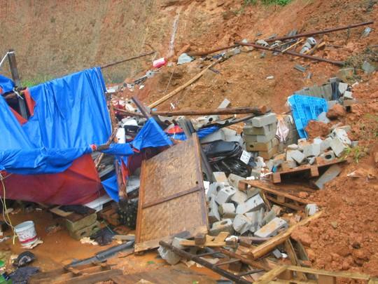 Hiện trường đau lòng vụ sạt lở đất ở tỉnh Lạng Sơn khiến 6 người chết. Ảnh: HÙNG TRÁNG