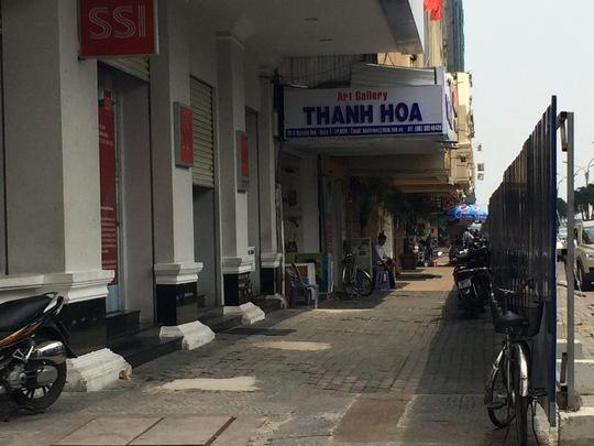 Hầu hết các cửa hàng, trung tâm buôn bán trên đườngNguyễn Huệ đã đóng cửa vì ế ẩm Ảnh: THÀNH ĐỒNG