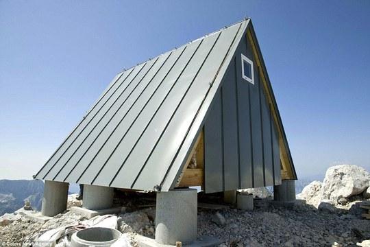 """""""Khách sạn"""" miễn phí trên đỉnh núi hơn 2.500 m"""