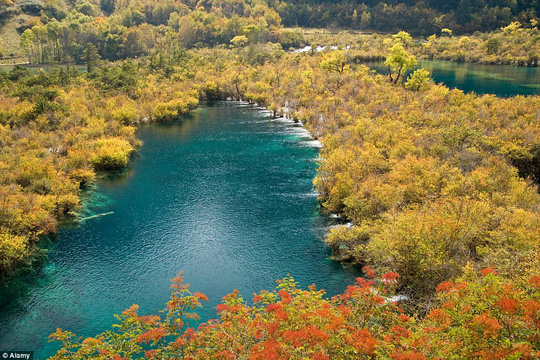 Thng lũng Jiuzhaigou, tỉnh Tứ Xuyên - Trung Quốc.