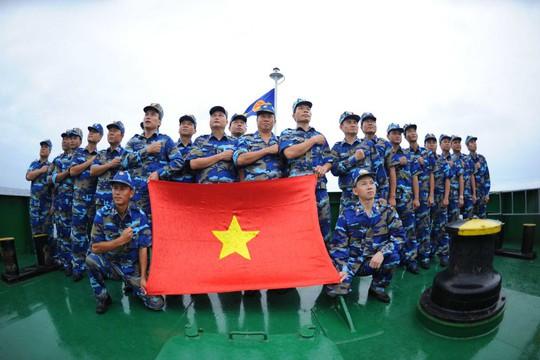 Cảnh sát biển Việt làm lễ chào cờ. Ảnh: CSB Việt Nam