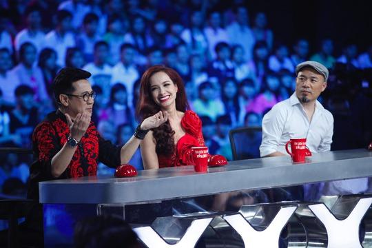 Giám khảo Hoài Linh vắng mặt trong đêm chung kết 1.