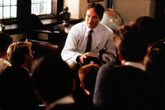 Robin vai John Keating trong phim Dead Poets Society