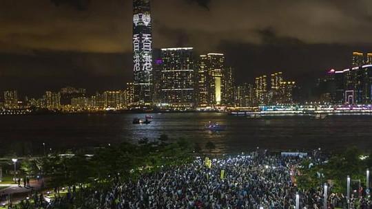 Nhiều người Hồng Kông đang sống tại New York-Mỹ đã kêu gọi người Trung Quốc sống ở nước ngoài tham gia phản đối những quy định mới của Bắc Kinh áp đặt lên cuộc bầu cử Hồng Kông. Ảnh: Reuters