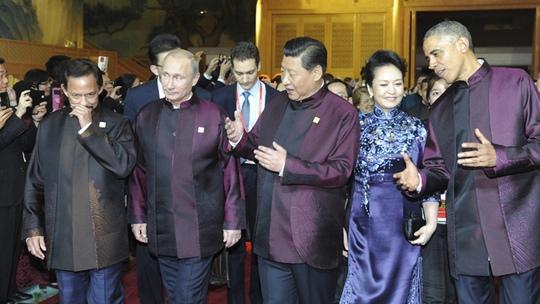 Hai nhà lãnh đạo Nga - Mỹ luôn giữ khoảng cách và không muốn nói chuyện. Ông Obama (ngoài cùng bên phải), ông Putin (thứ 2 từ trái qua). Ảnh: RIA Novosti
