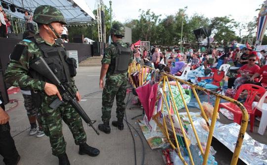 Thái Lan giờ giới nghiêm, nhà nhà đóng cửa sớm