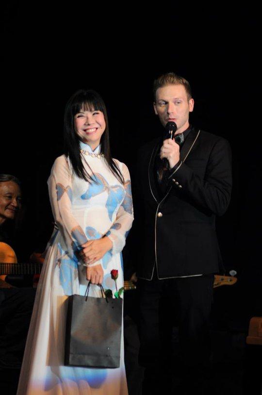 Kyo và ca sĩ Ánh Tuyết tại phòng trà ATB