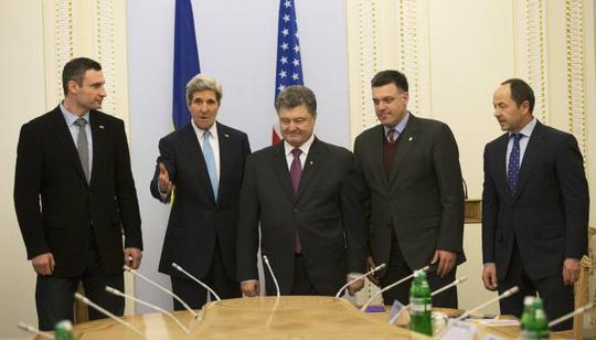 Ngoại trưởng Mỹ Kerry đến Kiev ngày 4-3. Ảnh: Reuters