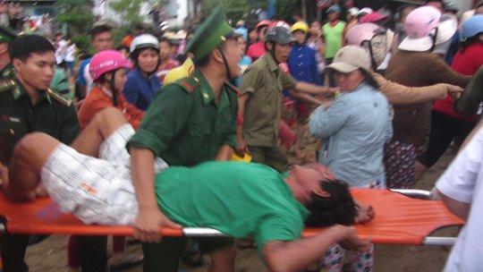 Vụ chìm tàu ở Bình Thuận: 13 ngư dân vào bờ an toàn